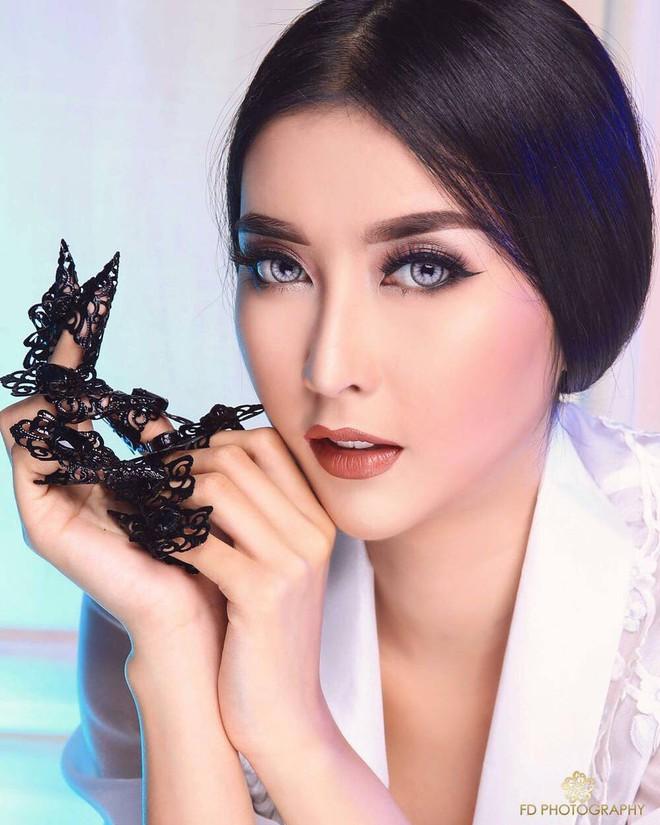 Nhan sắc xinh đẹp của đại diện Indonesia, cô gái đánh bại hơn 70 đối thủ vừa đăng quang Miss International 2017 - Ảnh 4.
