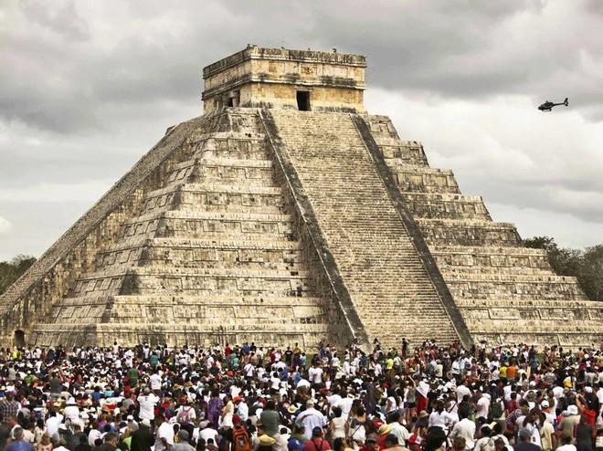 Tìm ra đường hầm bí mật dưới kim tự tháp ngàn năm tuổi, hé lộ bí ẩn Xà thần của người Maya - Ảnh 1.