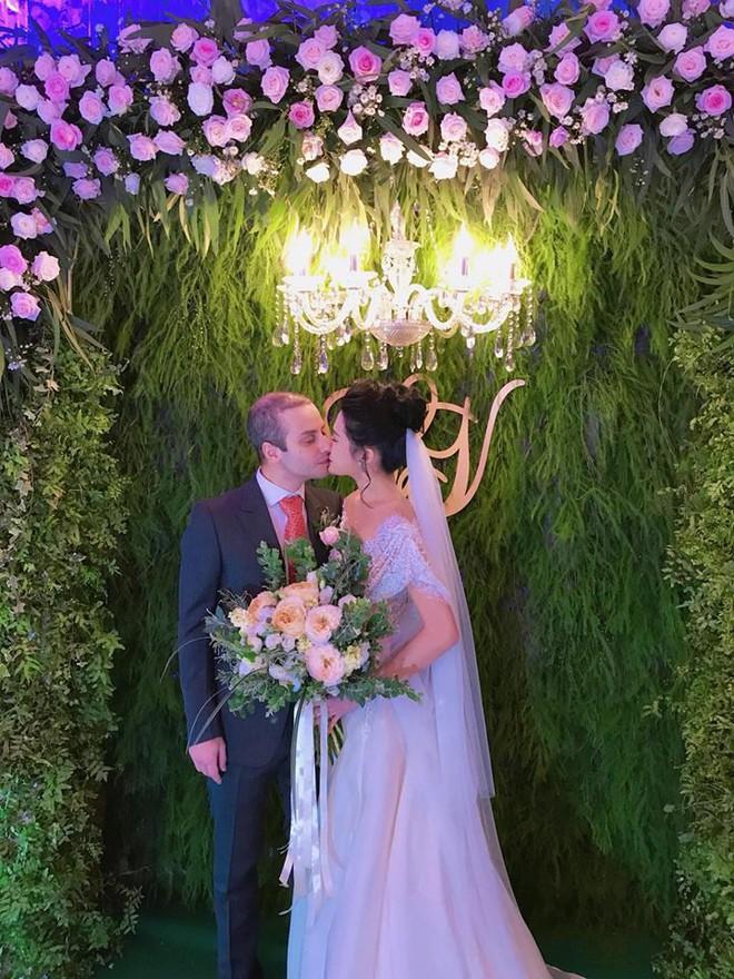 Vợ chồng Lê Thúy cùng Xuân Lan rạng rỡ tham dự đám cưới của Kha Mỹ Vân và chồng Tây - Ảnh 4.