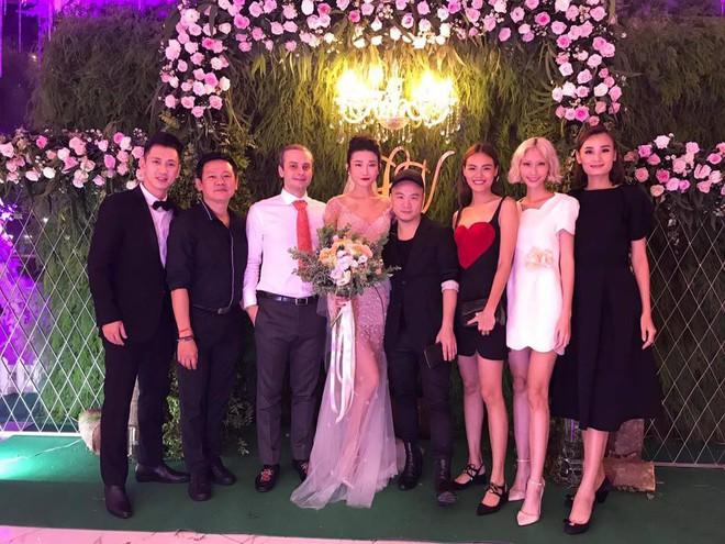 Vợ chồng Lê Thúy cùng Xuân Lan rạng rỡ tham dự đám cưới của Kha Mỹ Vân và chồng Tây - Ảnh 5.