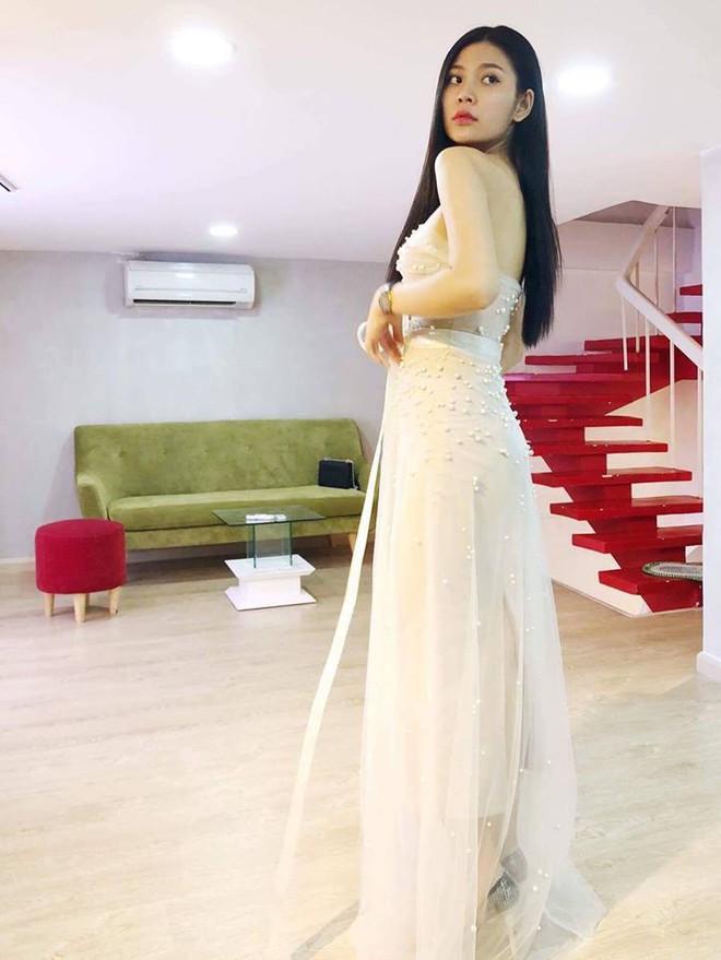 Sau khi được bạn trai cầu hôn lãng mạn, Chúng Huyền Thanh rạng rỡ đi thử váy cưới - Ảnh 1.