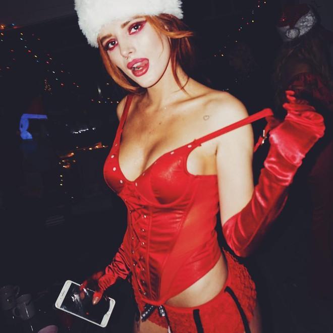 Xóa bỏ hình tượng công chúa Disney, Bella Thorne chụp ảnh nude táo bạo khoe thân hình gợi cảm - Ảnh 4.
