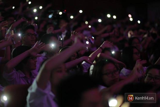 Xuất hiện bất ngờ tại đêm hội Made In 12 của Amser, Min gây náo loạn với bản hit Yêu - ảnh 22