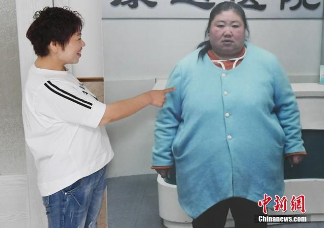 """Bị chồng bỏ, bà mẹ đơn thân quyết tâm """"chia tay"""" 121kg mỡ thừa và cái kết không thể ngọt ngào hơn - Ảnh 1"""