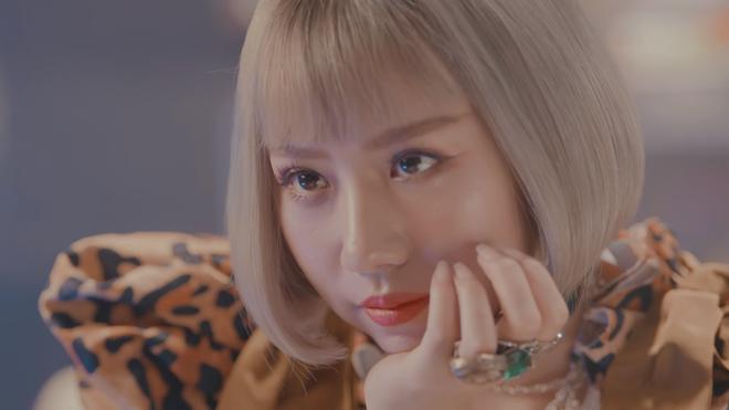 Không chỉ khiến Erik ghen trong MV mới, Min còn khiến phái đẹp phát hờn với thỏi son màu vàng Gold quá độc lạ - Ảnh 5.