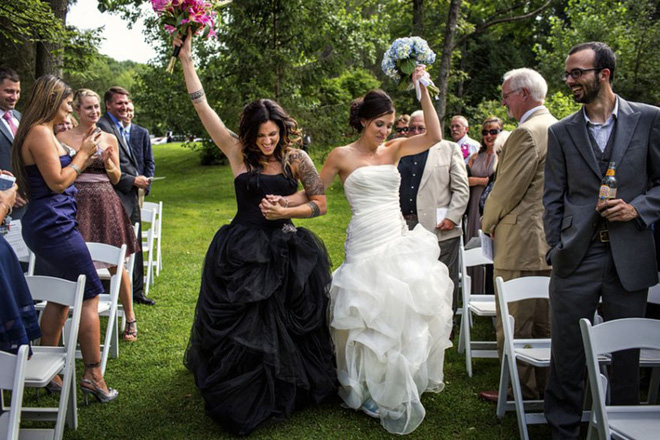 19 khoảnh khắc đám cưới đồng tính tuyệt đẹp khiến con người ta thêm niềm tin vào tình yêu - Ảnh 13.