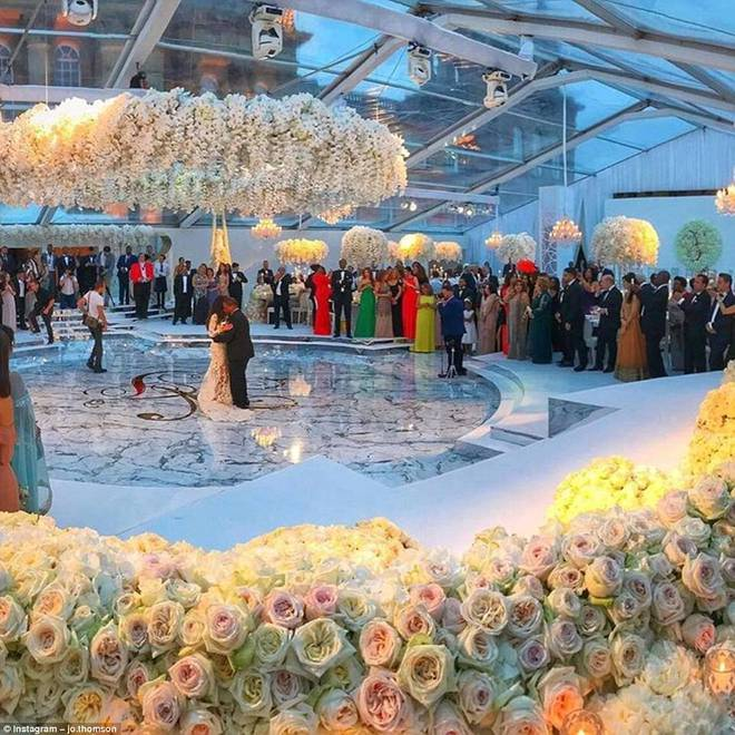 Đám cưới sang chảnh với 1 triệu bông hồng của con trai tỷ phú da màu giàu nhất thế giới - Ảnh 3