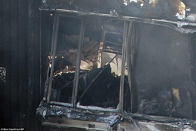 Những hình ảnh hoang tàn bên trong tòa chung cư 24 tầng sau vụ hỏa hoạn nghiêm trọng - Ảnh 7