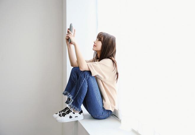 Ôm điện thoại cả ngày thì hãy tuân thủ 5 nguyên tắc sau để giảm gây hại mắt tối đa - Ảnh 1.