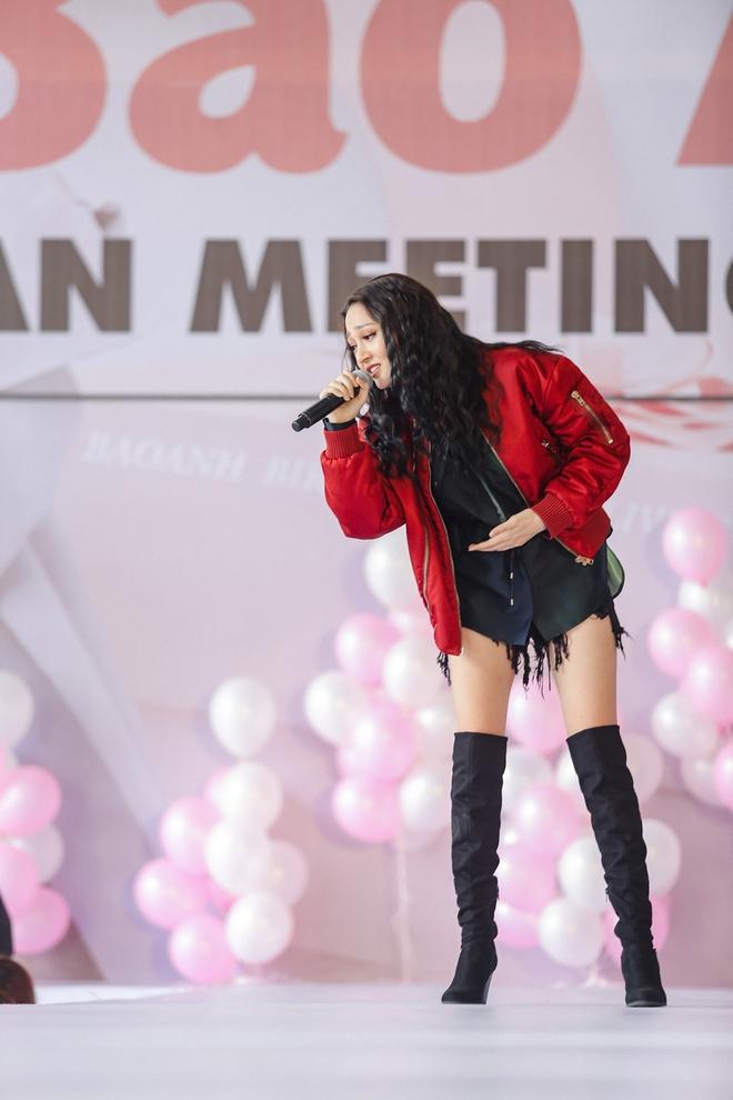 Mặc trưa nắng nóng, người hâm mộ vẫn vây kín sân khấu cổ vũ Bảo Anh nhiệt tình tại fan meeting - ảnh 4