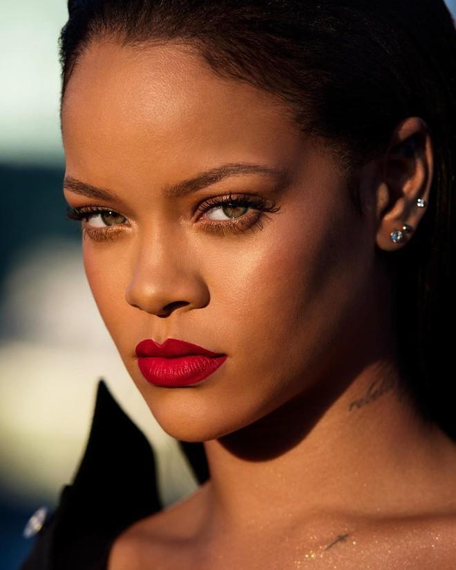 Rihanna chuẩn bị ra mắt màu son đỏ hợp với mọi tông da và quay hẳn clip dạy tô son xem là mê - Ảnh 3.