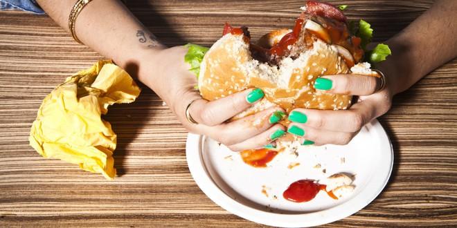 Những thói quen ăn uống tàn phá cơ thể mà tuổi dậy thì cần tránh - Ảnh 3.