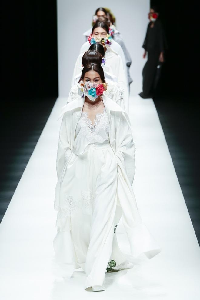 """BST mới của NTK Công Trí tại Tokyo Fashion Week: Trước cái đẹp, bạn chỉ còn biết """"Wow"""" lên một tiếng!!! - Ảnh 29."""