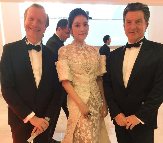 Không thua chị kém em, Lý Nhã Kỳ lộng lẫy như bà hoàng trên thảm đỏ khai màn LHP Cannes 2017 - Ảnh 13.