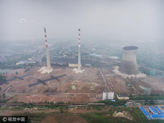 Trung Quốc phá dỡ nhà máy nhiệt điện, cả ngọn tháp cao bằng tòa nhà 60 tầng đổ sập trong vài giây ngắn ngủi - Ảnh 6