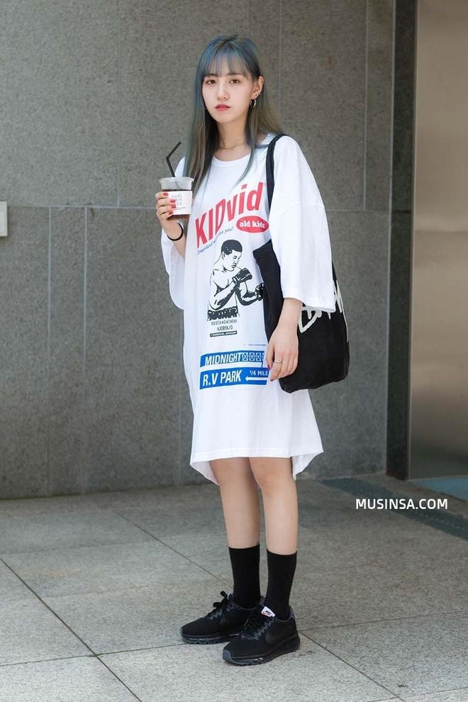 Street style Hàn Quốc cứ chất lừ như thế này bảo sao bạn trẻ nào cũng muốn bắt chước - Ảnh 4.