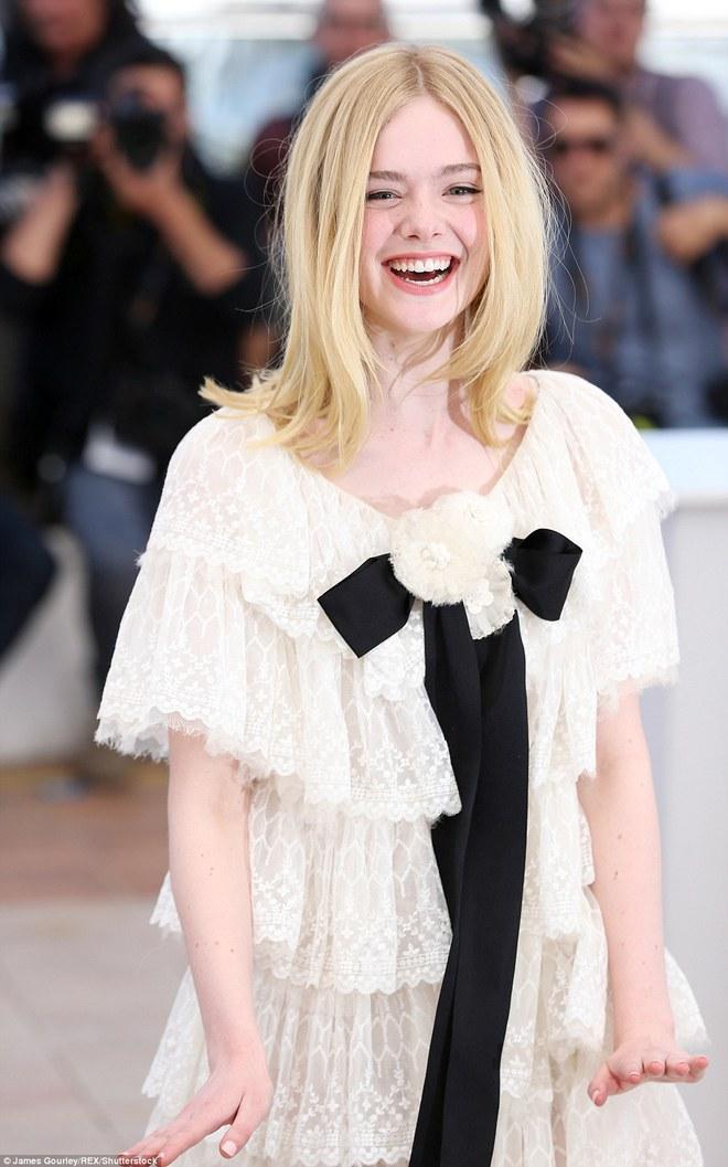 Tiên nữ giáng trần là câu miêu tả chính xác Elle Fanning tại LHP Cannes các năm! - Ảnh 3.