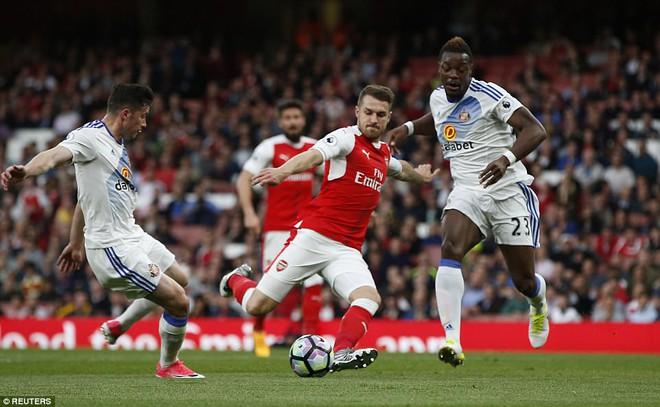 Cú đúp của Sanchez giúp Arsenal nuôi hy vọng dự Champions League - Ảnh 9.