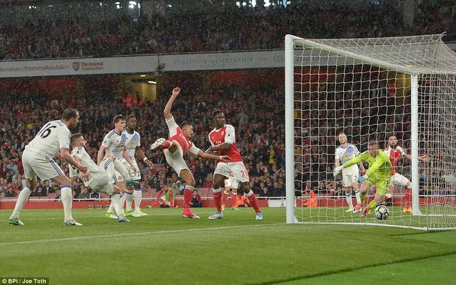 Cú đúp của Sanchez giúp Arsenal nuôi hy vọng dự Champions League - Ảnh 14.