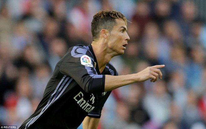 Ronaldo lập cú đúp, Real chạm tay vào chức vô địch La Liga - Ảnh 4.