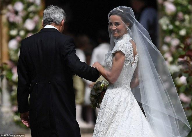 Em gái Công nương Anh xuất hiện cực xinh đẹp trong lễ cưới bạc tỷ với đại gia - ảnh 2