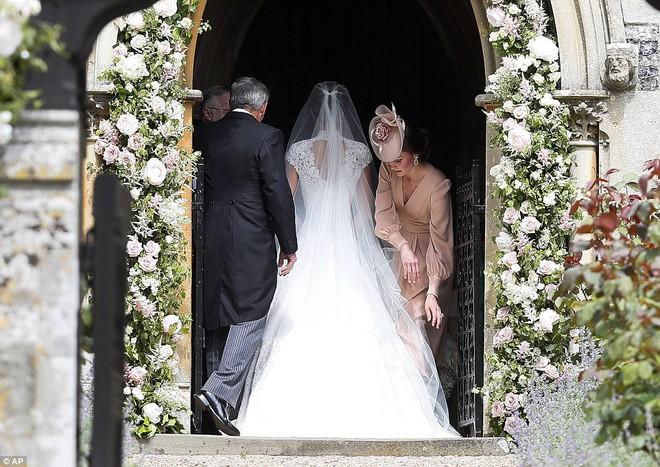 Em gái Công nương Anh xuất hiện cực xinh đẹp trong lễ cưới bạc tỷ với đại gia - ảnh 3