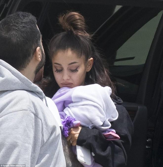 Tranh cãi chuyện Taylor Swift có tâm tới mức điều cả phi cơ đón Ariana Grande sau vụ nổ bom? - Ảnh 3.