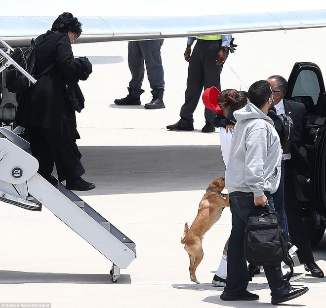 Tranh cãi chuyện Taylor Swift có tâm tới mức điều cả phi cơ đón Ariana Grande sau vụ nổ bom? - Ảnh 5.