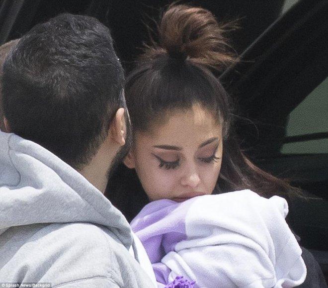 Tranh cãi chuyện Taylor Swift có tâm tới mức điều cả phi cơ đón Ariana Grande sau vụ nổ bom? - Ảnh 2.
