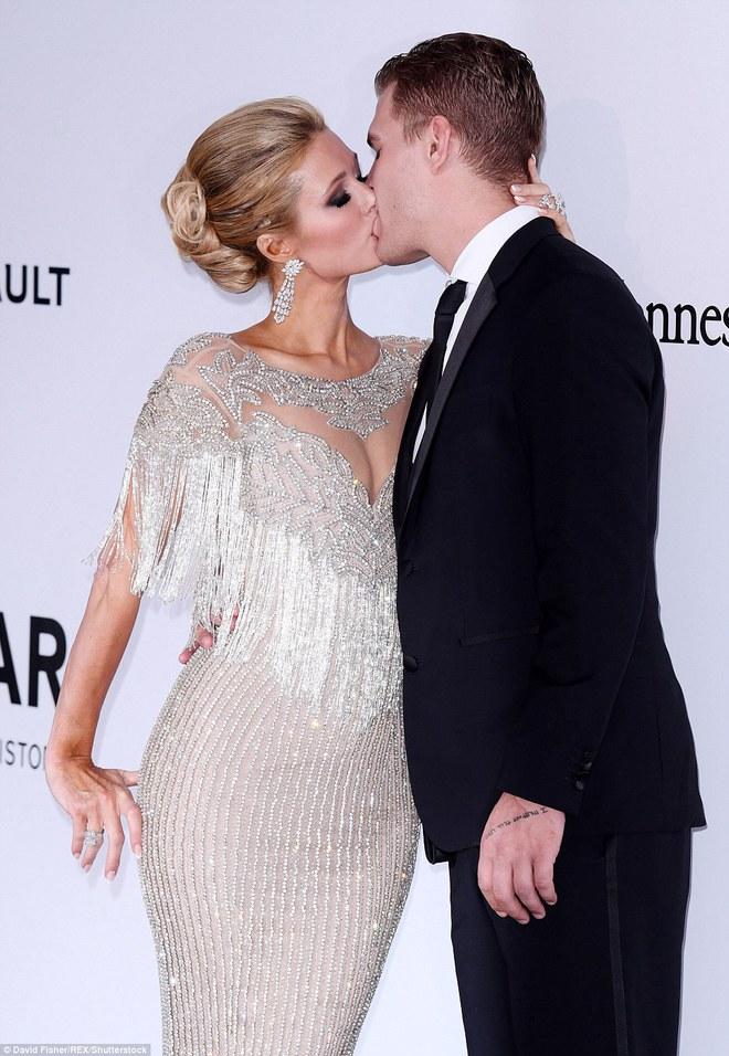 Dàn mỹ nhân thi nhau hở hang trên thảm đỏ đêm tiệc toàn siêu sao tại Cannes