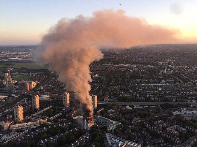 Bàng hoàng hình ảnh tòa tháp 27 tầng ở London sau khi ngọn lửa thui rụi - Ảnh 19