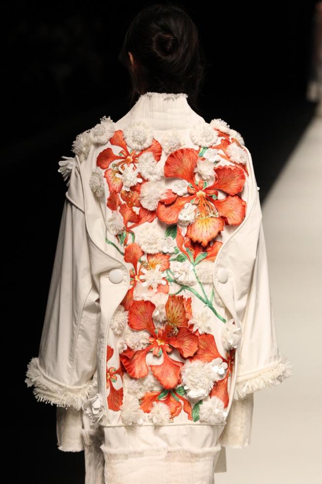 """BST mới của NTK Công Trí tại Tokyo Fashion Week: Trước cái đẹp, bạn chỉ còn biết """"Wow"""" lên một tiếng!!! - Ảnh 33."""