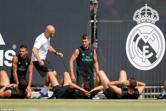 Gareth Bale khoe cơ bắp siêu khủng trong buổi tập trên đất Mỹ - Ảnh 1.