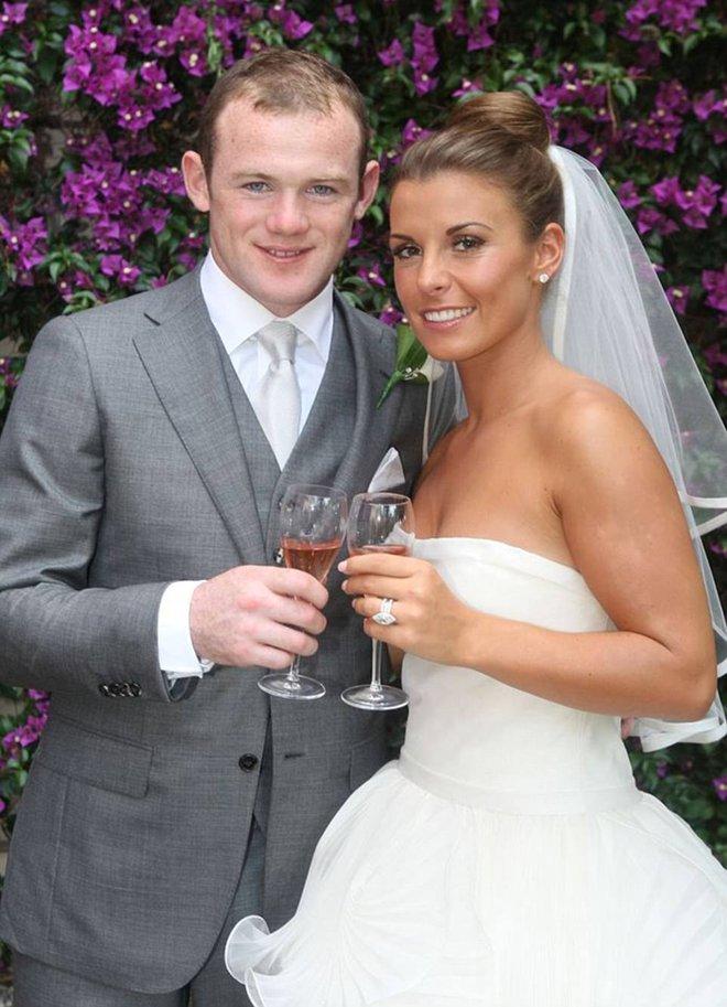 Vợ Rooney tháo 2 nhẫn cưới và đính hôn trị giá 13 tỷ - Ảnh 1.