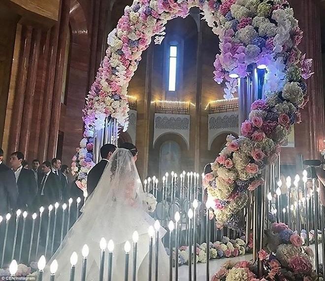 Đám cưới xa hoa của con trai ông trùm bất động sản Nga cùng cô dâu xinh đẹp như công chúa trong truyện cổ tích - ảnh 15