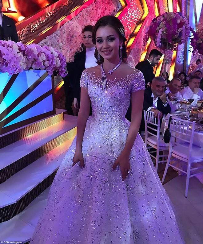 Đám cưới xa hoa của con trai ông trùm bất động sản Nga cùng cô dâu xinh đẹp như công chúa trong truyện cổ tích - ảnh 13
