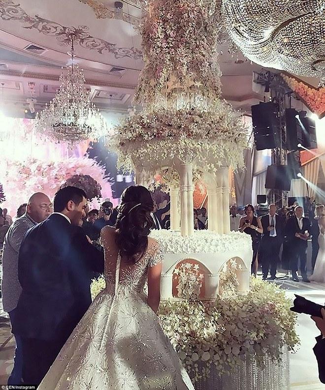 Đám cưới xa hoa của con trai ông trùm bất động sản Nga cùng cô dâu xinh đẹp như công chúa trong truyện cổ tích - ảnh 10