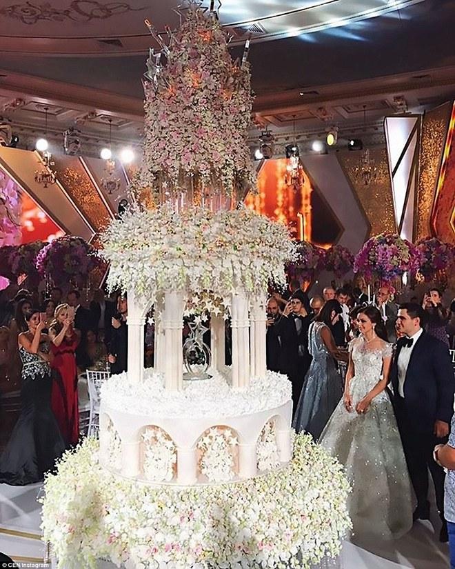 Đám cưới xa hoa của con trai ông trùm bất động sản Nga cùng cô dâu xinh đẹp như công chúa trong truyện cổ tích - ảnh 3