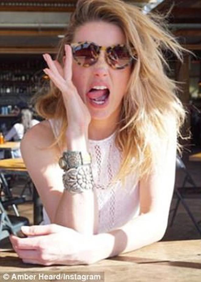 Chia tay tỷ phú, Amber Heard chuyển sang hẹn hò diễn viên cơ bắp 6 múi - Ảnh 1.