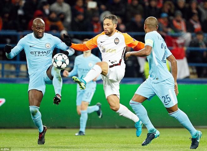 Man City bại trận ở Champions League trước derby thành Manchester - Ảnh 7.