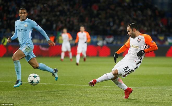 Man City bại trận ở Champions League trước derby thành Manchester - Ảnh 6.