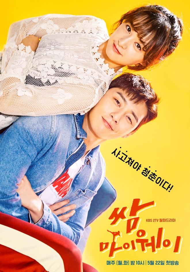 """Hết """"vỗ mông xã giao"""", Park Seo Joon bất ngờ ôm ghì Kim Ji Won vào lòng - Ảnh 6."""