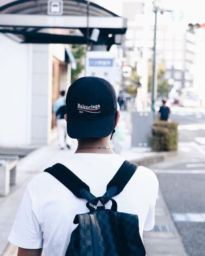 Giới trẻ châu Á đang sốt rần rần vì chiếc mũ của bố cool không tưởng đến từ Balenciaga - Ảnh 12.