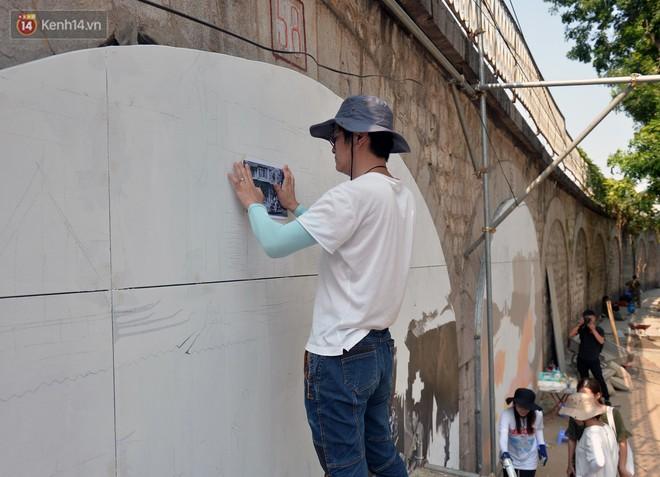 Hà Nội: Dự án bích họa trên phố Phùng Hưng bị đắp chiếu, biến thành bãi gửi xe bất đắc dĩ sau 1 tháng triển khai - ảnh 1