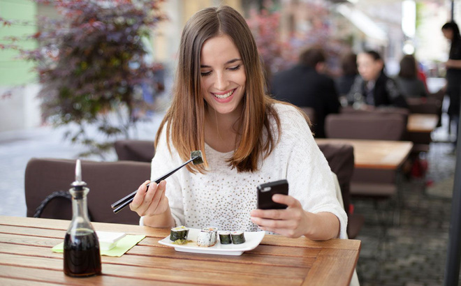 Vòng eo ngày càng to ra chỉ vì 3 thói quen vào bữa trưa nhiều người mắc phải - Ảnh 2.