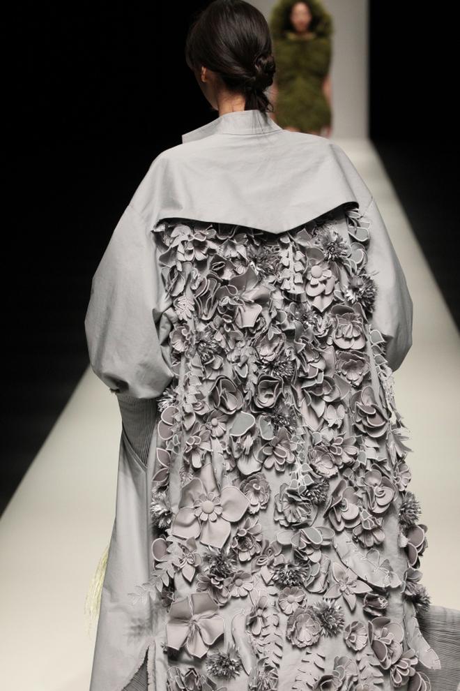 """BST mới của NTK Công Trí tại Tokyo Fashion Week: Trước cái đẹp, bạn chỉ còn biết """"Wow"""" lên một tiếng!!! - Ảnh 35."""