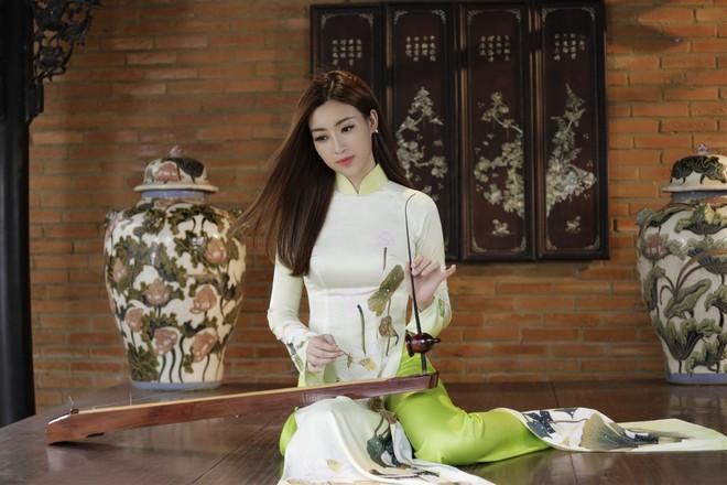 Miệt mài tập luyện đàn bầu nhưng Mỹ Linh vẫn không chiến thắng phần thi Tài năng tại Miss World 2017 - Ảnh 3.