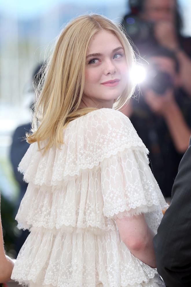 Tiên nữ giáng trần là câu miêu tả chính xác Elle Fanning tại LHP Cannes các năm! - Ảnh 4.