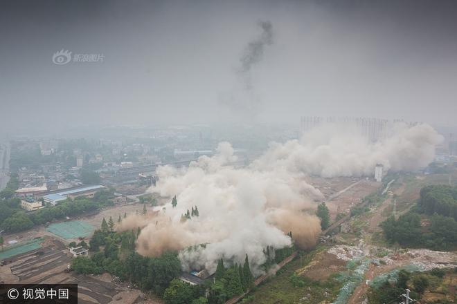 Trung Quốc phá dỡ nhà máy nhiệt điện, cả ngọn tháp cao bằng tòa nhà 60 tầng đổ sập trong vài giây ngắn ngủi - Ảnh 8