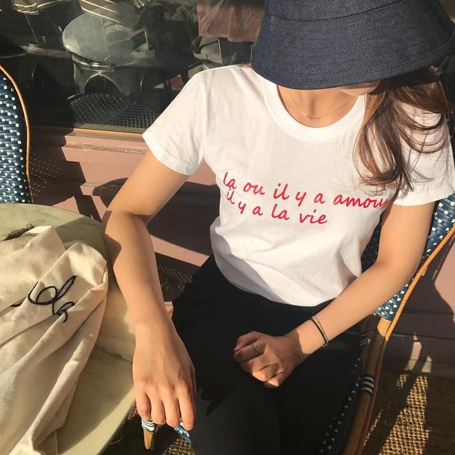 T-shirt với font chữ viết tay, món mới siêu hot đang được giới trẻ châu Á diện miết mải - Ảnh 5.